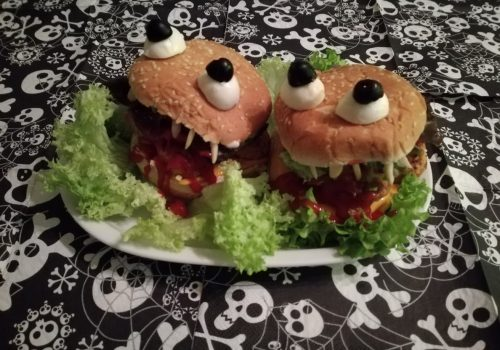 Blutige Monster Burger für Halloween