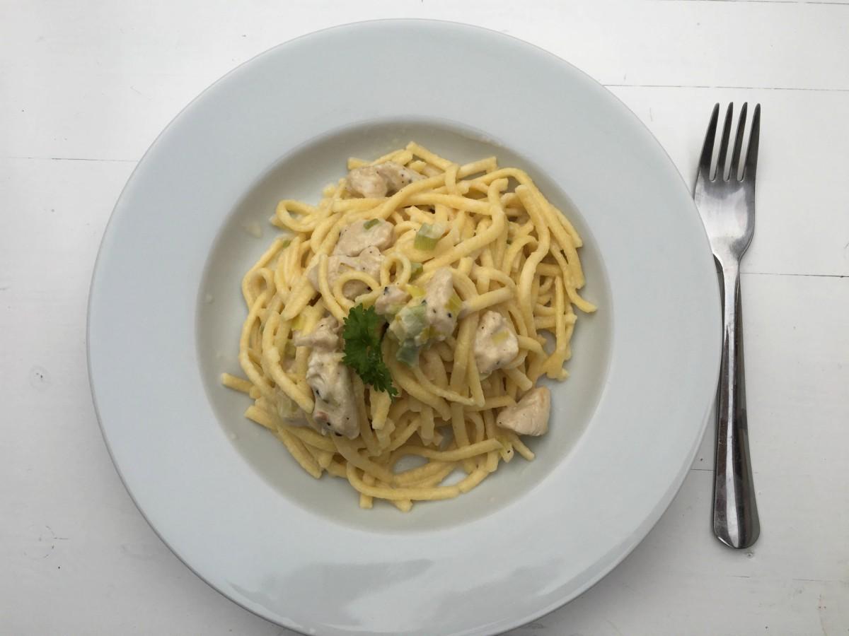 Parmesan-Spätzle mit Lauch und Hähnchen - Muddis kochen
